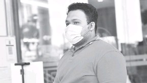 ?? — Gambar Bernama ?? BERSALAH: Sufazrin didenda RM7,000 oleh Mahkamah Sesyen semalam selepas mengaku bersalah membuat dan menghantar komunikasi jelik terhadap Agong di laman sosial Twitter tahun lepas.