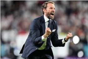??  ?? An ecstatic Gareth Southgate celebrates England's victory against Denmark