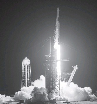 ?? JONATHAN NEWTON/THE WASHINGTON POST ?? The Inspiration4 mission launches Wednesday night from Kennedy Space Center's historic Pad 39A on Florida's east coast. The mission is the first in which a crew made up entirely of civilians reached orbit.