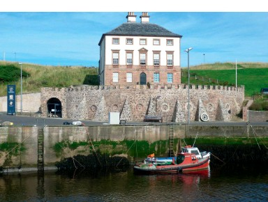??  ?? Gunsgreen House, Eyemouth, once a place to hide contraband goods and now a smuggling museum