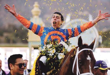 ?? Archivo / AP ?? SIN FRENO. El tres veces ganador del Premio Eclipse, Irad Ortiz Jr., agregó seis victorias a su récord durante la tanda de la tarde del sábado en Gulfstream Park, para despegarse en la estadística.
