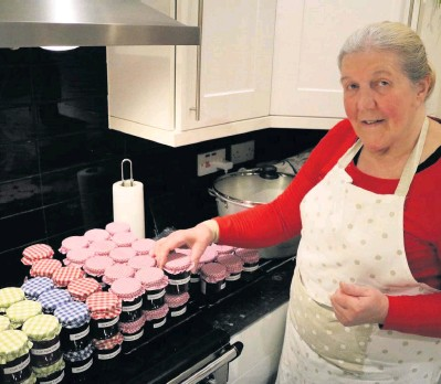??  ?? Fundraiser Heather Perry from Calvine sold her lovely preserves for Mary's Meals