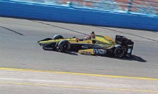 ?? SEAN LOGAN, THE (PHOENIX) ARIZONA REPUBLIC ?? James Hinchcliffe runs a lap during Day 2 of IndyCar testing at Phoenix International Raceway on Saturday.