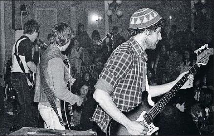 ?? MORTIMER 1977 ?? Un momento de la actuación de Mortimer en el Casino de la Aliança de Poblenou en 1977
