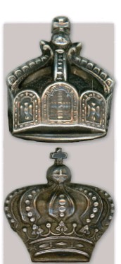 ??  ?? ■ The basic design of all flight badges was identical save for one important feature – the crown. The Imperial Crown (top) and Bavarian Crown (above).