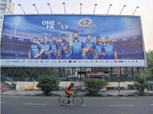 ?? INDRANIL MUKHERJEE/AFP/ GETTY IMAGES ?? ▲ The IPL champions, Mumbai Indians, resume their campaign against Chennai Super Kings on Sunday