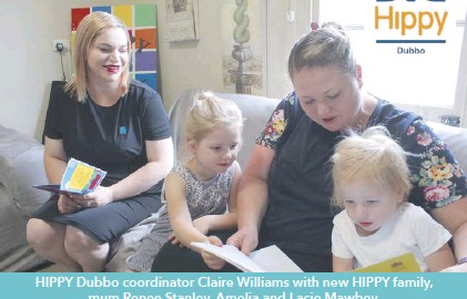 ??  ?? HIPPY Dubbo coordinator Claire Williams with new HIPPY family, mum Renee Stanley, Amelia and Lacie Mawbey.