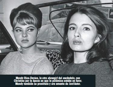 ??  ?? Mandy Rice-Davies, la otra showgirl del escándalo, con Christine por la época en que la polémica estaba en furor. Mandy también se prostituía y era amante de lord Astor.