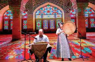 ??  ?? 伊朗演员演奏传统民族乐器