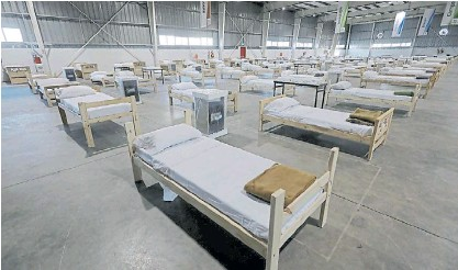??  ?? Ezeiza. El Centro de Capacitación de Edesur donde instalaron 120 camas para pacientes leves.