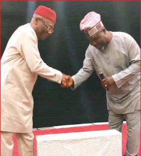 ?? Gift by Williams Daudu ?? •From left: Justice Amadi being handed a