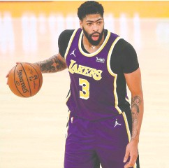 ?? MEG OLIPHANT / GETTY IMAGES ?? Los Angeles Lakers' Anthony Davis was to undergo an MRI Monday after leaving Sunday's game with a strain to his right Achilles'. He played just 14 minutes.