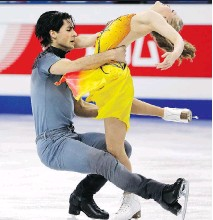 ?? LEE JIN-MAN/THE ASSOCIATED PRESS ?? Kaitlyn Weaver and Andrew Poje perform on their way to winning the Four Continents title on Friday.