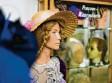 ?? Foto: Alexander Kaya ?? Das Friseurmuseum in Neu‰Ulm hat es ins Guinness‰Buch der Weltrekorde ge‰ schafft.