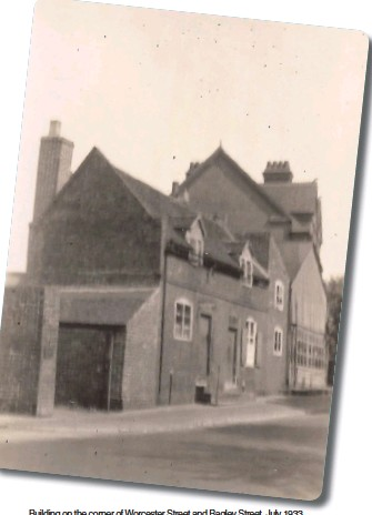 ??  ?? Building on the corner of Worcester Street and Bagley Street, July 1933.