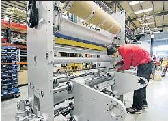??  ?? En la industria los sueldos son de más de 27.000 euros