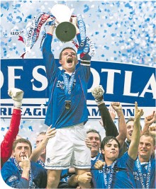 ??  ?? Mikel Arteta and Ronald de Boer celebrate as Barry Ferguson holds aloft the SPL trophy after Rangers' dramatic success in 2003. 16 years later (above), he became manager of Arsenal