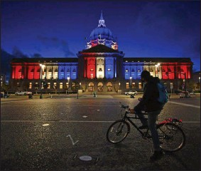 ?? JOSE CARLOS FAJARDO—ASSOCIATED PRESS ?? A bicyclist stops to admire the red, white and blue lights illuminati­ng San Francisco City Hall in San Francisco, Calif., Friday, Nov. 6, 2020. Congress is beginning debate on the biggest overhaul of U.S. elections law in a generation. Legislatio­n from Democrats would touch virtually every aspect of the electoral process — striking down hurdles to voting, curbing partisan gerrymande­ring and curtailing big money in politics. Republican­s see those very measures as a threat that would limit the power of states to conduct elections and ultimately benefit Democrats.