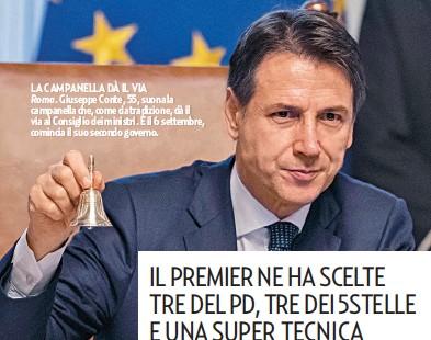 ??  ?? LA CAMPANELLA DÀ IL VIA Roma. Giuseppe Conte, 55, suona la campanella che, come da tradizione, dà il via al Consiglio dei ministri. È il 6 settembre, comincia il suo secondo governo.
