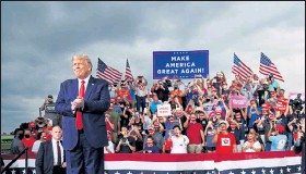 "?? Mandel Ngan / Getty Im­ages ?? U.S. Pres­i­dent Don­ald Trump ar­rives for a cam­paign rally at Smith-reynolds Re­gional Air­port in Win­ston-salem, N.C. on Sept. 8. Trump should be able to re­sume ""pub­lic en­gage­ments"" from Satur­day, the White House physi­cian an­nounced on Thurs­day, say­ing the U.S. leader has re­sponded ""ex­tremely well"" to COVID-19 treat­ment."