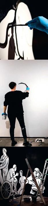 ??  ?? En esta página, la italiana MP5 ejecuta uno de los dos murales que exhibe en los accesos a la Galleria de Gucci Garden. En la página anterior, Alex Merry, retocando sus frescos en las escaleras del museo.