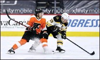 ?? DERIK HAMILTON —THE ASSOCIATED PRESS ?? Boston's Brad Marchand, right, and the Flyers' Travis Konecny chase the puck during the third period. The Bruins won 4-2.