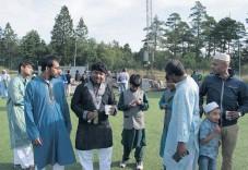 ??  ?? I Uddevalla bor det inte många muslimer med bakgrund i Bangladesh – men några.