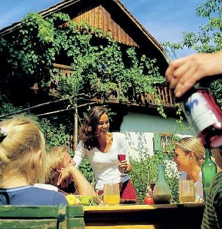 ??  ?? Bella stagione Per gli agriturismi trentini l'estate pesa per circa il 50% degli arrivi