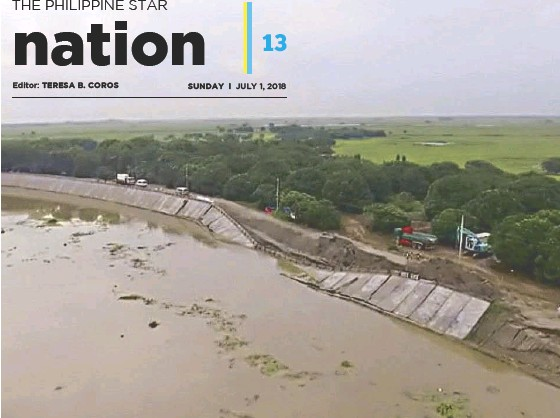 ??  ?? Video grab from GMA News shows the collapsed portion of the Pampanga flood control project in San Simon.