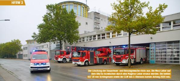 ??  ?? Der Löschzug der Hauptfeuer- und Rettungswache rückt aus. Die Metz-leiter auf dem Bild ist inzwischen durch eine Magirus-leiter ersetzt worden. Die beiden HLF 20 von Schlingmann sowie der ELW des C-dienstes kamen Anfang 2020 neu.