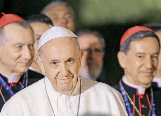 ?? FOTO ?? En el segundo semestre de 2017 el Papa Francisco visitó a Colombia y en aquella oportunidad, entre otros lugares del país, estuvo en Medellín. En esta imagen de referencia aparece en su visita a la Nunciatura Apostólica, en Bogotá, en ese mismo año.