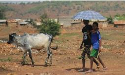 ?? (Tiksa Negeri/Reuters) ?? ERITREAN REFUGEE CHILDREN walk outside of the Adi Harush Refugee camp in Ethiopia's Tigray region last month.
