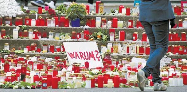 ?? BILD: SN/AP/MARTIN MEISSNER ?? Fassungslosigkeit über das, was nun über den Absturz der Germanwings-Maschine bekannt wurde, und die Frage nach dem Warum.