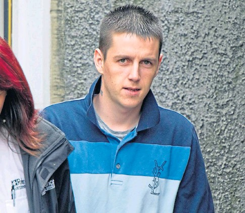 ??  ?? TERRIFYING: Jamie Miller threatened to slit the throat of 35-year old Michelle Hall.