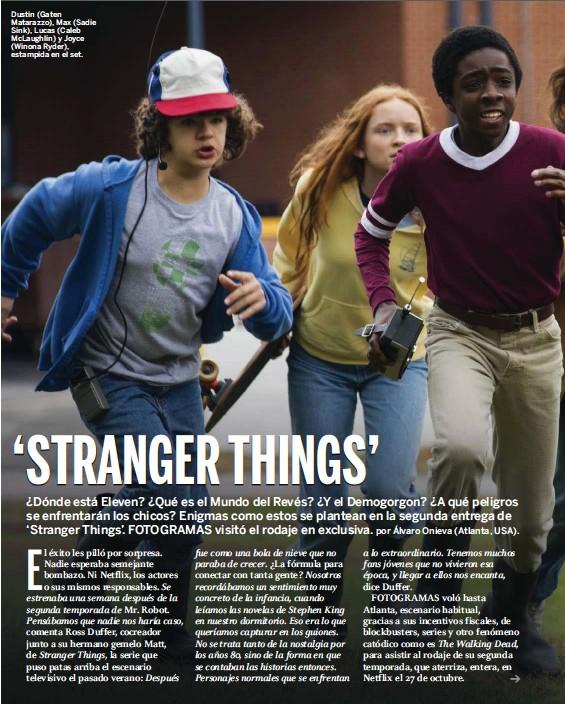 ??  ?? Dustin (Gaten Matarazzo), Max (Sadie Sink), Lucas (Caleb McLaughlin) y Joyce (Winona Ryder), estampida en el set.