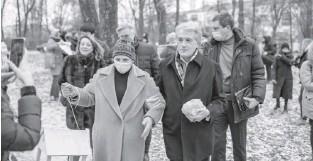 ??  ?? Третій президент України Віктор Ющенко долучився до акції допомоги природі. Фото Владимира ЩЕРБАКА.