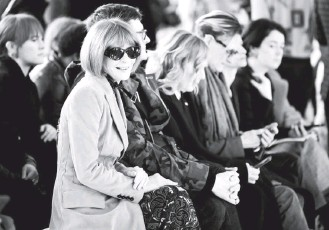 ?? DANIEL LEAL-OLIVAS/AGENCE FRANCE-PRESSE/GETTY IMAGES ?? Condé Nast executive Anna Wintour attends a February 2020 fashion show in London. She doesn't oversee the New Yorker in her role, but she is still seen as a symbolic figure for aggrieved workers.