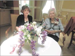 ??  ?? Eleanor Haynes (right) recently celebrated her 103rd birthday at Foxbridge Assisted Living. Among those joining her to mark the occasion were Mary McCormick (left), who met Eleanor when Mary was a child and her family lived next door to Eleanor.