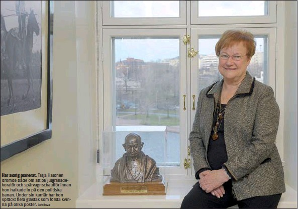 ?? Lehtikuva ?? Har aldrig planerat. Tarja Halonen drömde både om att bli julgransdekoratör och spårvagnschaufför innan hon halkade in på den politiska banan. Under sin karriär har hon spräckt flera glastak som första kvinna på olika poster.