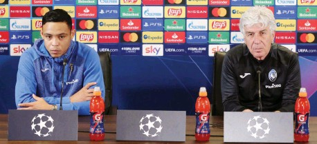 ?? ANSA ?? Luis Muriel e Giampiero Gasperini a Zingonia durante la conferenza stampa di presentazione: il colombiano è tra i più attesi di questa sera