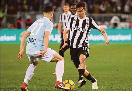 ?? REUTERS PIC ?? Juventus' Paulo Dybala (right) tries to nutmeg Lazio's Luiz Felipe in their Serie A match the Olimpico Stadium on Saturday.