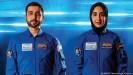 ??  ?? Ihr Kopftuch darf Nura al-Matruschi - hier mit ihrem Kollegen Mohammed al-Mulla - auch während des Trainings tragen, solange es nicht den technischen Regeln und Vorgaben entspricht, teilte die NASA der DW mit.
