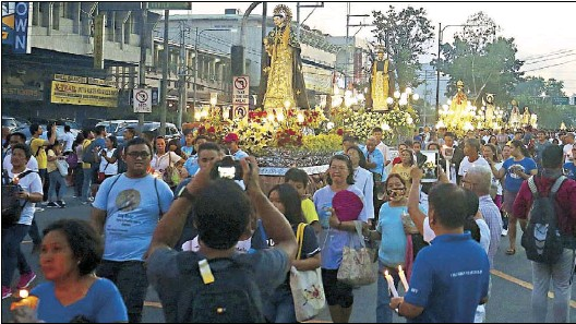 ?? MIGUEL DE GUZMAN ?? Thousands of devotees take part in the annual procession of Our Lady of La Naval de Manila in the vicinity of Sto. Domingo Church in Quezon City yesterday.