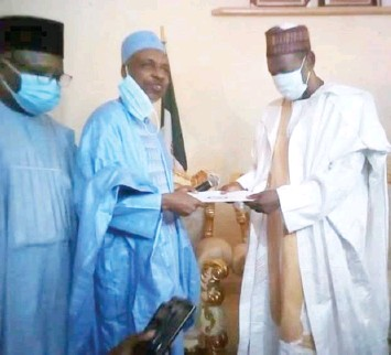 ??  ?? Secretary to the Bauchi State Government, Alhaji Sabiu Baba presents a letter from the state government, lifting the suspension of the Emir of Misau to the Emir, Alhaji Ahmed Suleiman in his palace at Misau in Bauchi State
