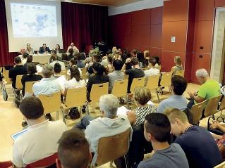 ?? (Caranti) ?? L'incontro Pubblico e relatori nella sala di via Calepina a Trento