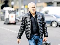 ?? FOTO: ROBIN VAN LONKHUIJSEN/ANP/DPA ?? Ging das Risiko bewusst ein: Peter R. de Vries Ende März auf dem Weg zum Prozess gegen Drogenboss Ridouan Taghi.