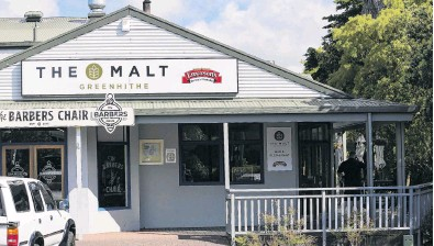 ??  ?? Pre­cau­tions . . . The Malt bar in the North Shore sub­urb of Green­hithe has been closed for two weeks after a pa­tron tested pos­i­tive for Covid­19.