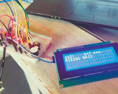 ??  ?? El prototipo de medidor de CO2 que empezarán a producir en el Mariano Acosta desde agosto.