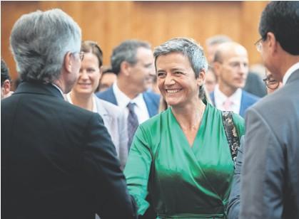 ??  ?? NEMILOSRDNA Margrethe Vestager, danska političarka zalaže se za poštivanje europskog zakonodavstva bez iznimke, stoga je nemilosrdno udarila po velikanima tehnološkog svijeta poput Googlea, Applea, Facebooka, Amazona...