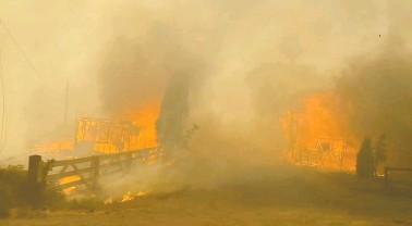 ?? 2 RIVERS REMIX SOCIETY/HELP.2RMX.CA ?? A wildfire spread through the village of Lytton, B.C., on Wednesday, prompting an evacuation order after several days of extreme heat that topped Canadian records, and were among the highest ever recorded in North America.
